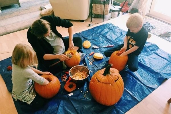 family Halloween traditions HAVE to include pumpkin carving