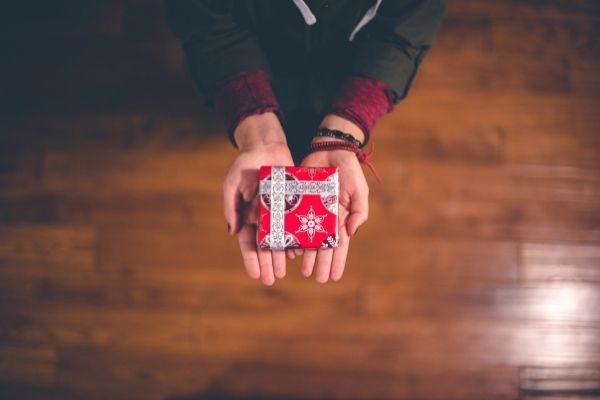 donate old toys as a meaningful Christmas traditions