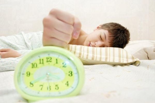 waking kids up for your school morning routine