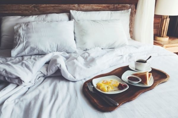 bed and breakfast date gifts