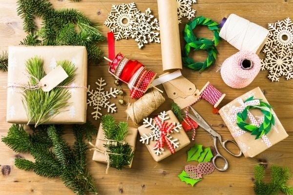 free Christmas labels and other wrapping ideas