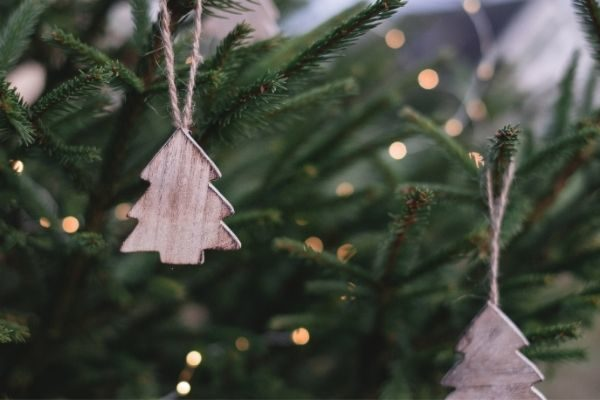 make ornaments for grandparents as fun Christmas things to do at home