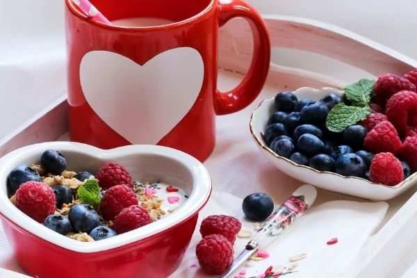 Cheap at home Valentine's Day ideas for couples: breakfast in bed