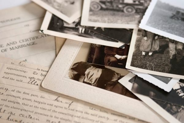 stories of the past make beautiful family bonding moments