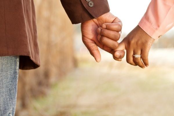 things to be grateful for in a relationship: couple holding hands