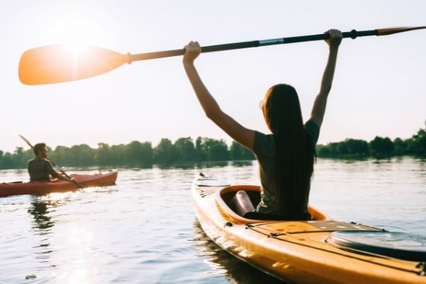 Adventure ideas for your ultimate bucket list: woman kayaking