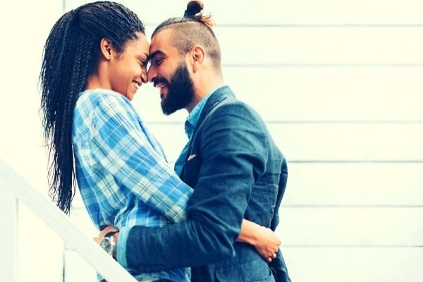 creative 30 day challenges for couples: man and woman embracing